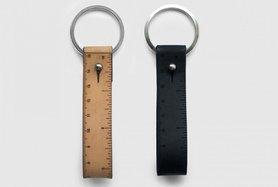 Wrist ruler - Nyckelring med måttband i svart skinn